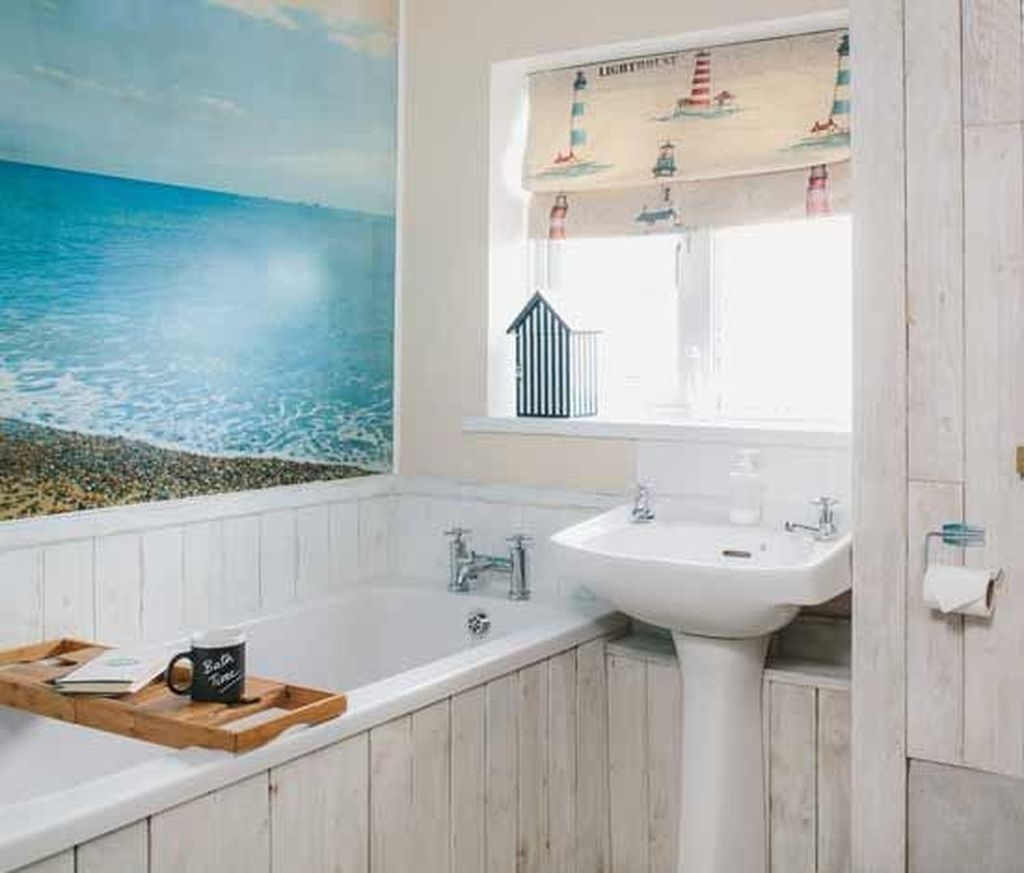 Stunning Coastal Style Bathroom Designs Ideas28