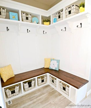 Awesome Mudroom Entryway Decorating Ideas17