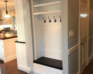 Awesome Mudroom Entryway Decorating Ideas32
