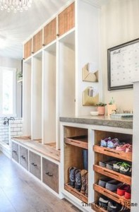 Awesome Mudroom Entryway Decorating Ideas39