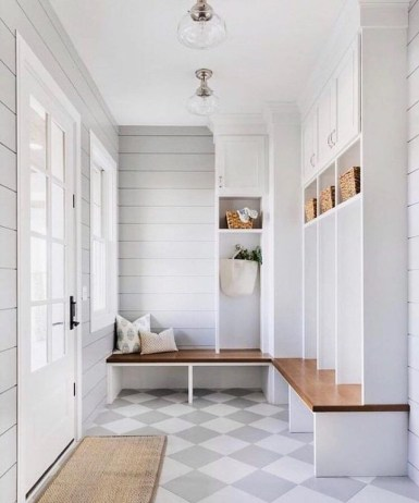 Awesome Mudroom Entryway Decorating Ideas42