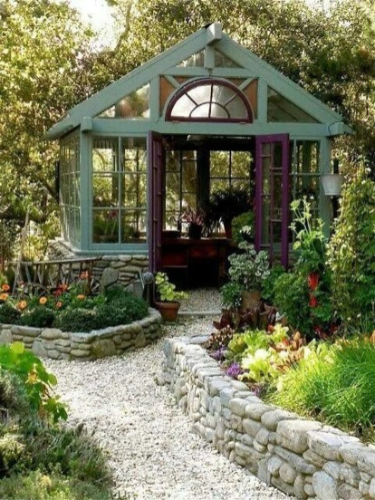 Awesome Shed Garden Plants Ideas16