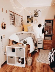 Brilliant Dorm Room Organization Ideas On A Budget31