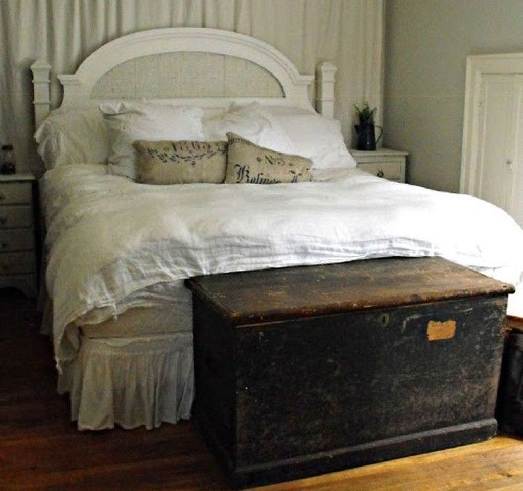 Splendid Urban Farmhouse Master Bedroom Makeover Ideas34
