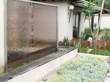 Stylish Outdoor Water Walls Ideas For Backyard19