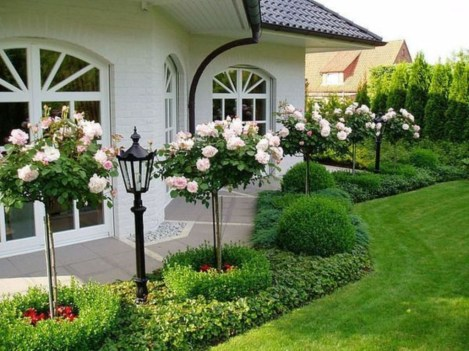 Beautiful Front Yard Cottage Ideas For Garden Landscaping09