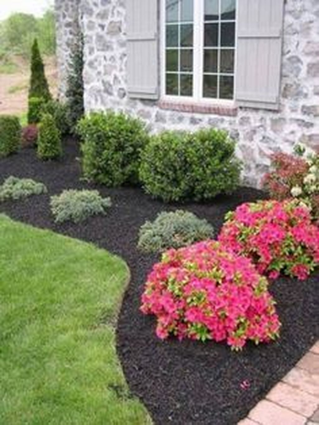 Beautiful Front Yard Cottage Ideas For Garden Landscaping16