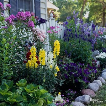 Beautiful Front Yard Cottage Ideas For Garden Landscaping21