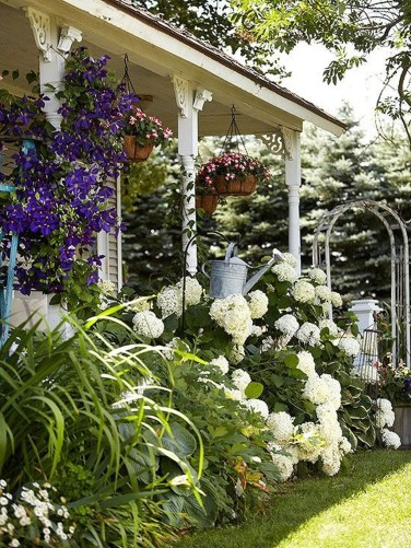 Beautiful Front Yard Cottage Ideas For Garden Landscaping31