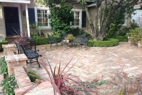 Beautiful Front Yard Cottage Ideas For Garden Landscaping34