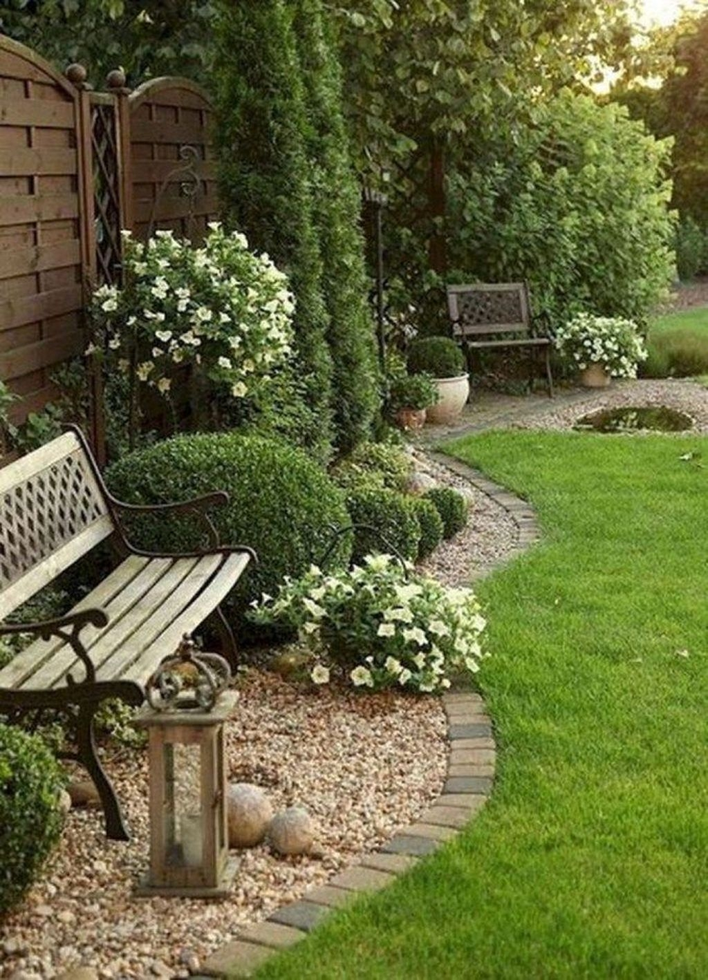 Beautiful Front Yard Cottage Ideas For Garden Landscaping38
