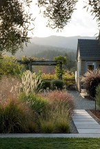 Beautiful Front Yard Cottage Ideas For Garden Landscaping43