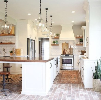 Pretty Farmhouse Kitchen Design Ideas To Get Traditional Accent33
