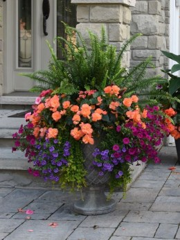 Adorable Porch Planter Ideas That Will Give A Unique Look11