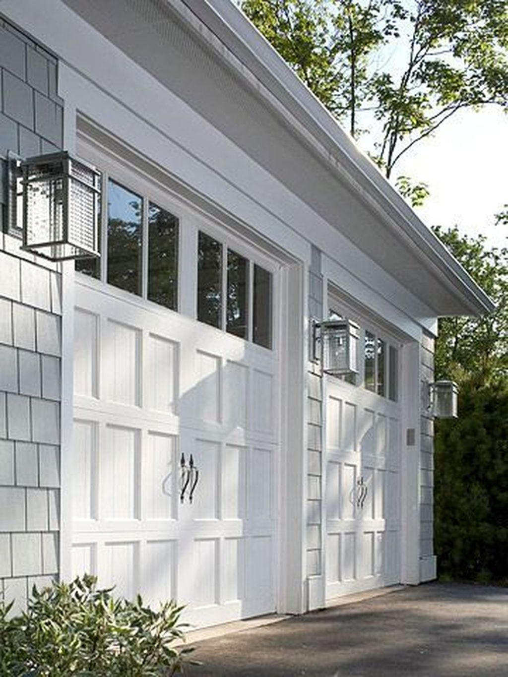 Cute Home Garage Design Ideas For Your Minimalist Home33