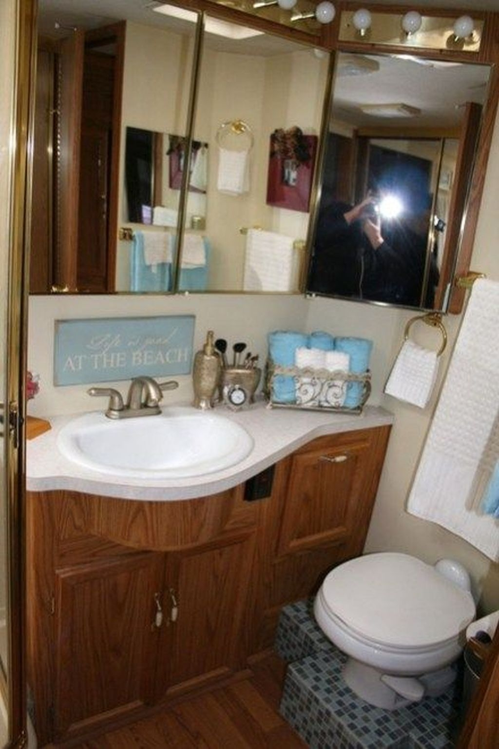 Fascinating Rv Remodel Ideas For Bathroom On A Budget07