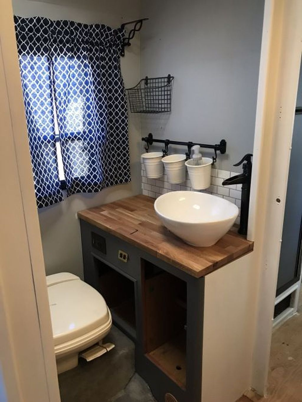Fascinating Rv Remodel Ideas For Bathroom On A Budget26