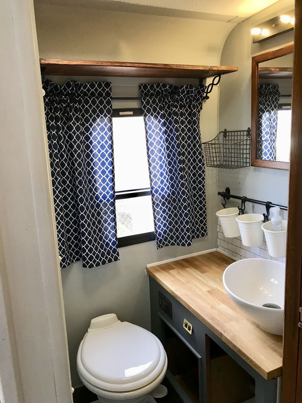 Fascinating Rv Remodel Ideas For Bathroom On A Budget39