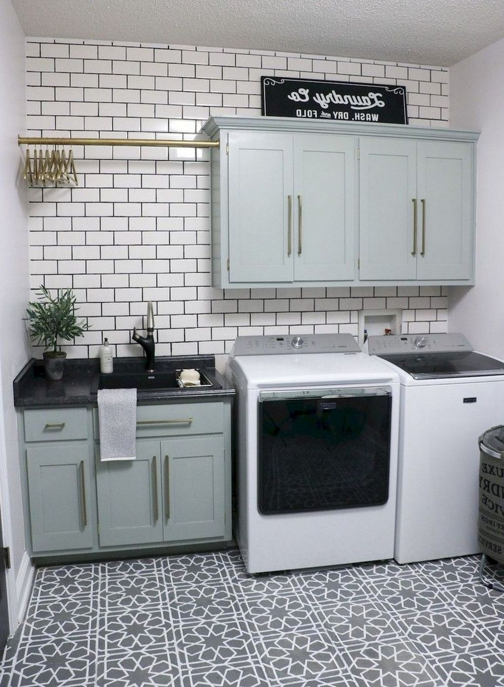 Relaxing Laundry Room Layout Ideas05