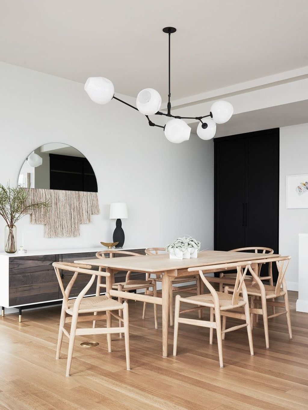 Best Minimalist Dining Room Design Ideas For Dinner With Your Family26