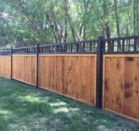Smart Backyard Fence And Garden Design Ideas For Your Garden20