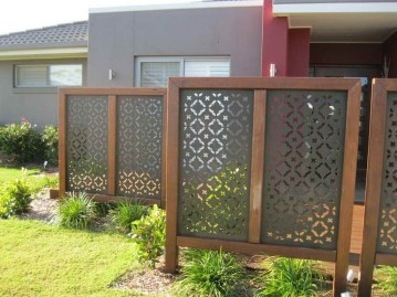 Smart Backyard Fence And Garden Design Ideas For Your Garden32