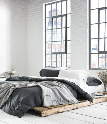 Unordinary Recycled Pallet Bed Frame Ideas To Make It Yourself11
