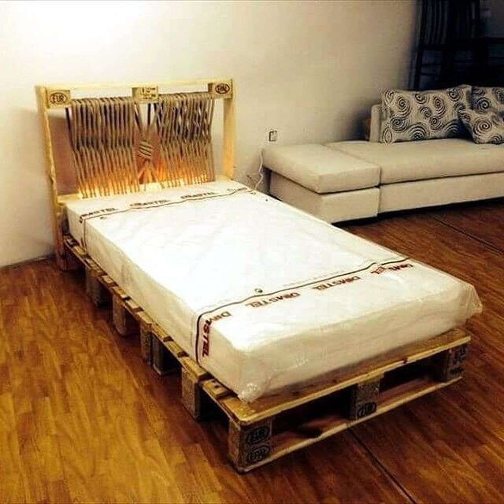 Unordinary Recycled Pallet Bed Frame Ideas To Make It Yourself14
