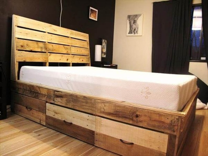 Unordinary Recycled Pallet Bed Frame Ideas To Make It Yourself18