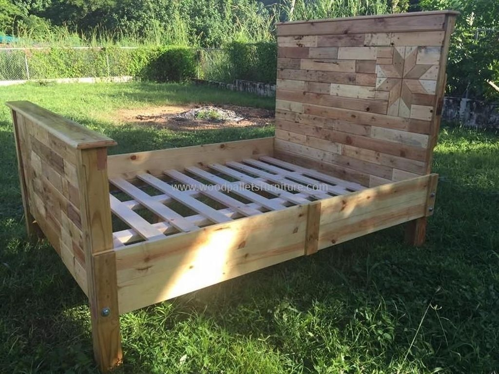 Unordinary Recycled Pallet Bed Frame Ideas To Make It Yourself20