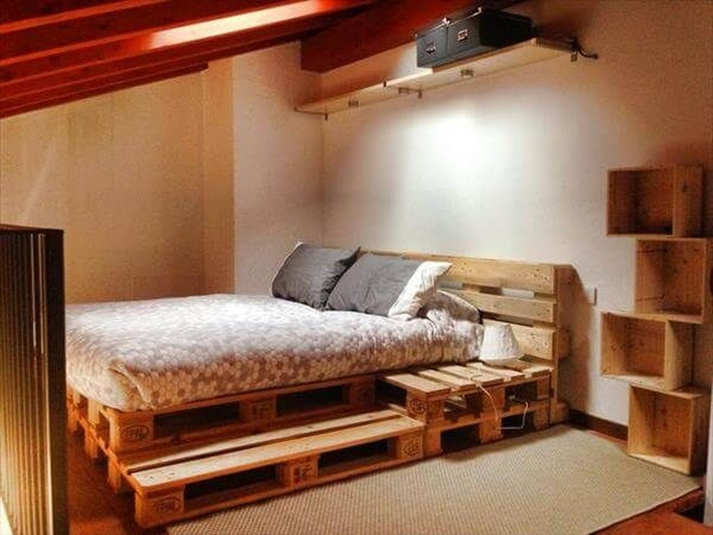 Unordinary Recycled Pallet Bed Frame Ideas To Make It Yourself30
