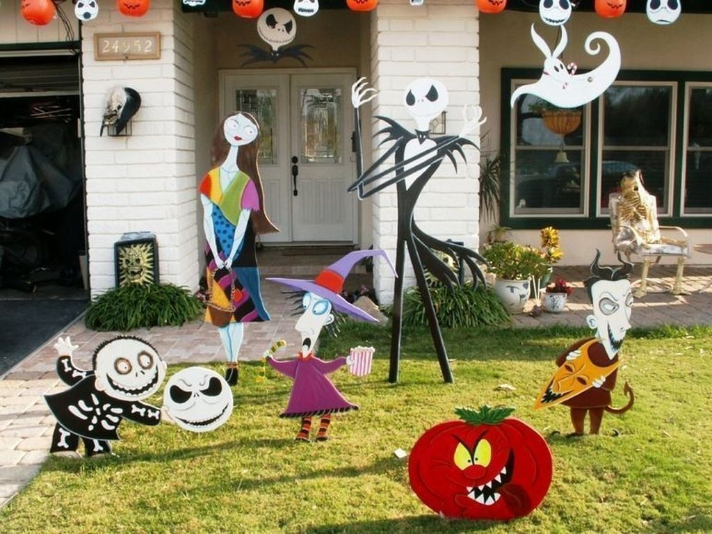 Amazing Outdoor Halloween Decorations Ideas For This Year01