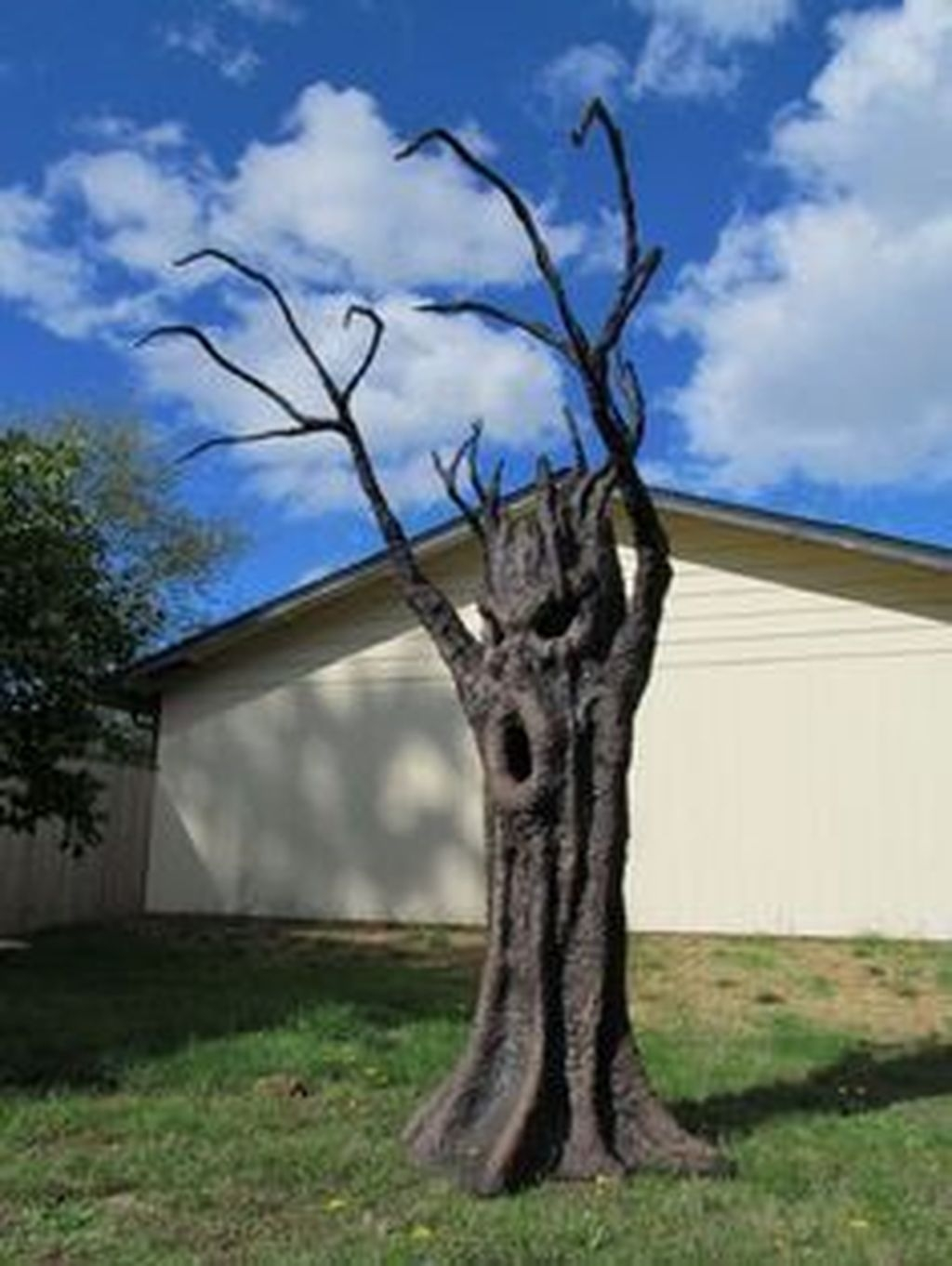 Amazing Outdoor Halloween Decorations Ideas For This Year24