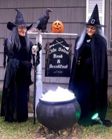 Amazing Outdoor Halloween Decorations Ideas For This Year25