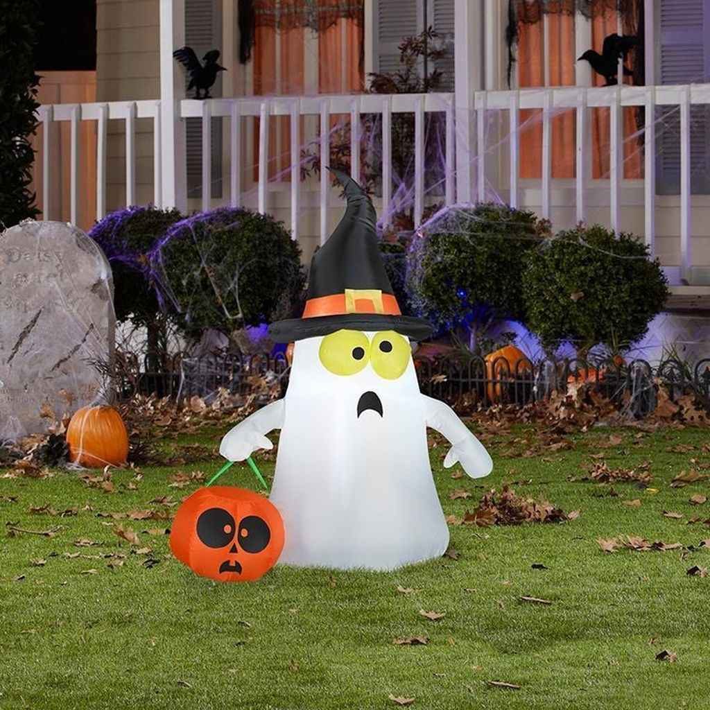 Amazing Outdoor Halloween Decorations Ideas For This Year28