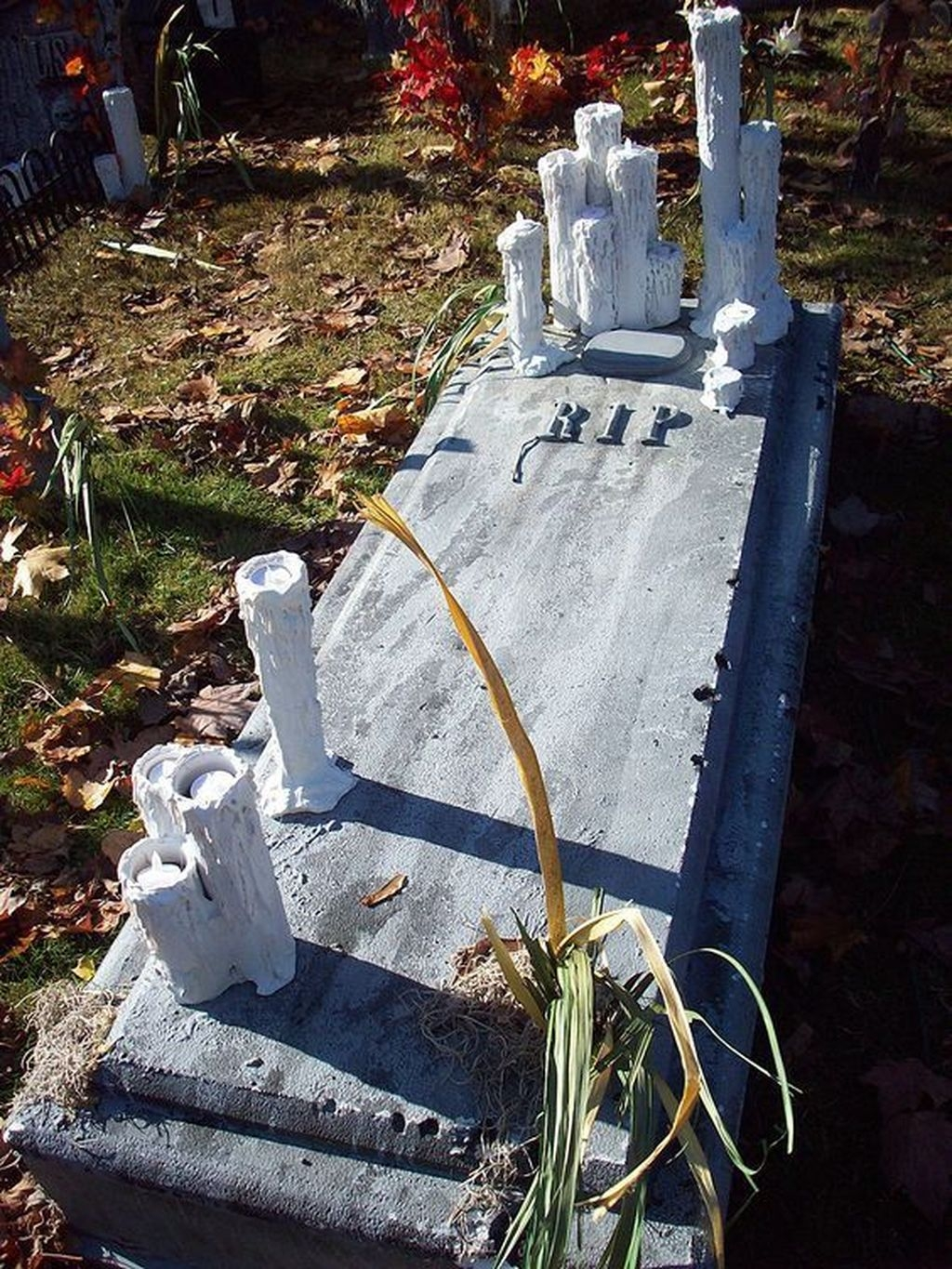 Amazing Outdoor Halloween Decorations Ideas For This Year31