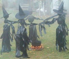 Amazing Outdoor Halloween Decorations Ideas For This Year37