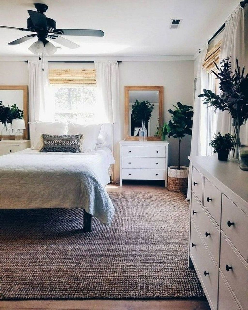 Awesome Bedroom Rug Ideas To Try Asap11