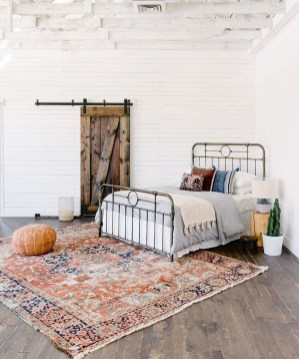 Awesome Bedroom Rug Ideas To Try Asap36