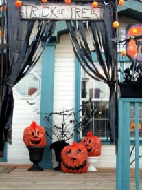 Awesome Scary Halloween Porch Ideas To Try Today22