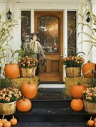 Awesome Scary Halloween Porch Ideas To Try Today23
