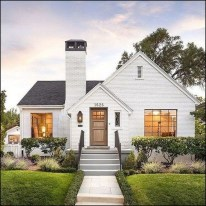 Cozy Farmhouse Exterior Design Ideas That Looks Cool10