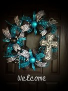 Pretty Wreath Decor Ideas To Hang On Your Door16