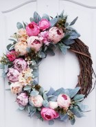 Pretty Wreath Decor Ideas To Hang On Your Door28