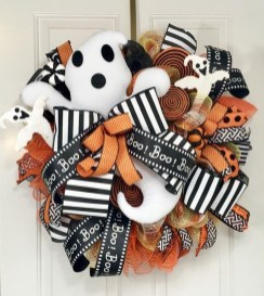Pretty Wreath Decor Ideas To Hang On Your Door29