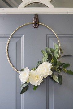 Pretty Wreath Decor Ideas To Hang On Your Door35