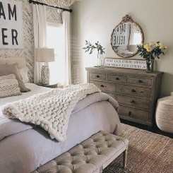 Spectacular Farmhouse Master Bedroom Decorating Ideas To Copy02