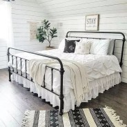 Spectacular Farmhouse Master Bedroom Decorating Ideas To Copy33