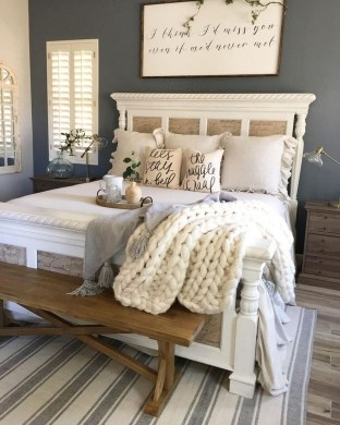 Spectacular Farmhouse Master Bedroom Decorating Ideas To Copy36