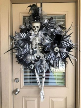 Stunning Diy Halloween Wreaths Design Ideas That Looks Cool23